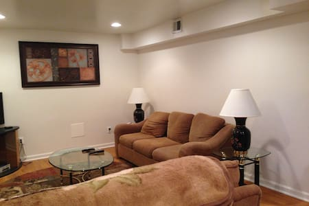 Private 1 Bedroom Basement Apt - Fort Washington - Apartment