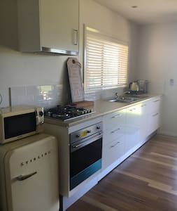 Fresh private self contained studio - Bomaderry