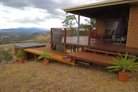 Magnificent Ovens Valley views - House