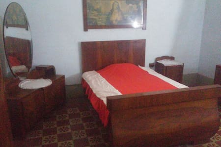 B) Private, king bed, antique furniture, Location! - Hamrun