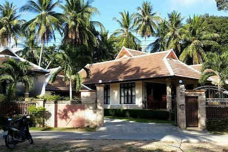 3 bedroom villa near the beach - Rumah