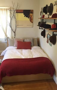 Large Private Bedroom, located in 2 bedroom Flat - Oakland - Apartment