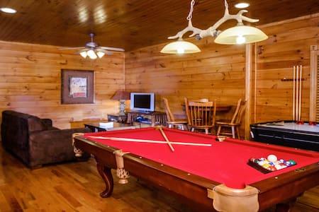Luxury 1 Bedroom 2 Story Cabin in Gatlinburg Falls - Gatlinburg - Stuga