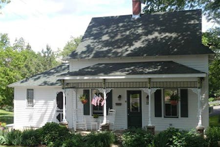 Chestnut Cottage - House