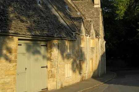 Buckle Barn Holiday Cottage - Upper Slaughter - House