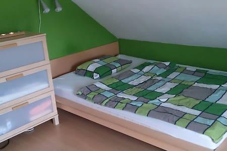 Schönes Dachgeschosszimmer - Langenzenn - Ev