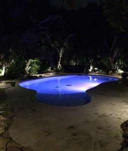 Private Oasis - Pool, Tiki, Theater - Polo Grounds - Wellington