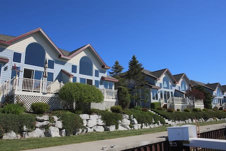 Amazing condo with Lake Michigan and harbor views! - Manistee - Condominium