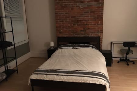 Huge private 2 bedroom 1 bath apartment. Shadyside - Apartment