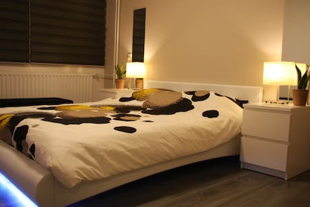 Nice bedroom, 1 or 2 persons (short or long stay) - Ev