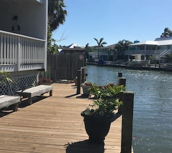 Waterfront Key Allegro Condo near marina - Lakás