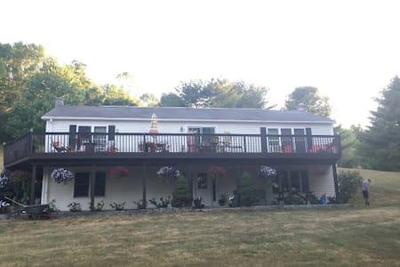Casa de P - Large 3200 sq ft house close to Ithaca - Spencer - House