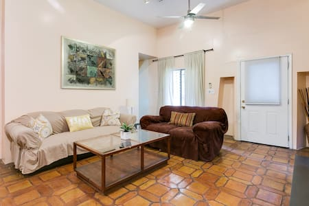 Cozy spanish duplex apartment - West Hollywood - House