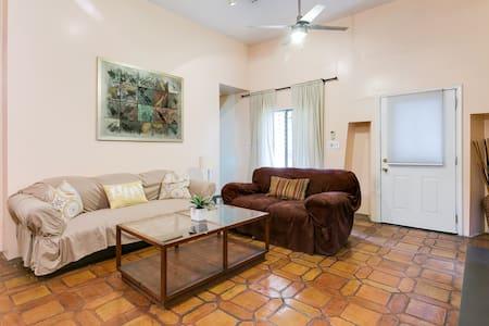 Cozy spanish duplex apartment - West Hollywood - House