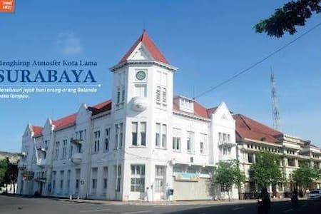 Cozy 1BD With Free Parking - Surabaya