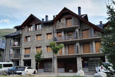 Acogedor Apartamento en el Valle de Benasque. - Apartment