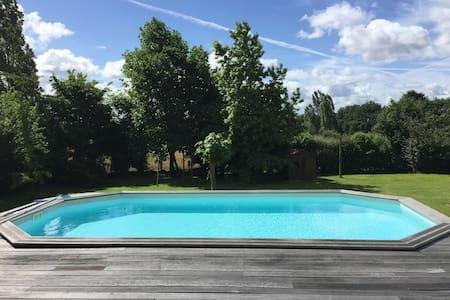 15 mn Le Mans Classic w/ pool - Haus