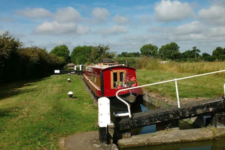 Narrowboat in the Chilterns AONB - Watford