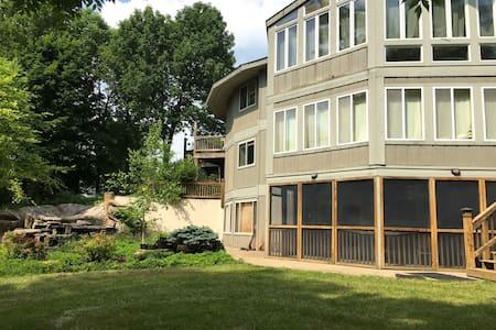 The Waterfall House w/ 2 Bedrooms & Full Kitchen - Oldham County - Apartamento