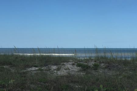 Comfy Oceanfront 1/1 Condo in Beautiful Jax Beach