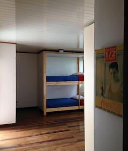 Chak's Room 1 compartido $10 p/p/n