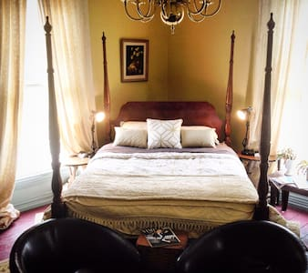 Luxury Two Bedroom Suite in Historic Home - House