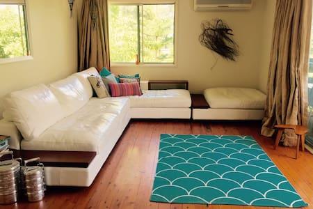 Private room in leafy surrounds - Turramurra - Hus