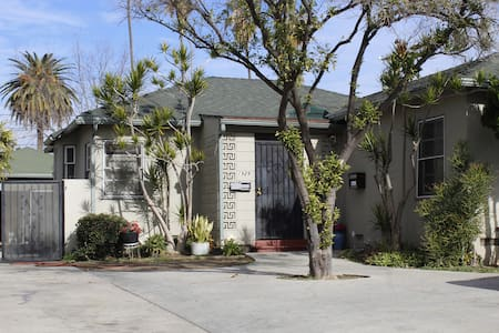 8-4 beds dorm in cottage - Los Angeles - Bed & Breakfast