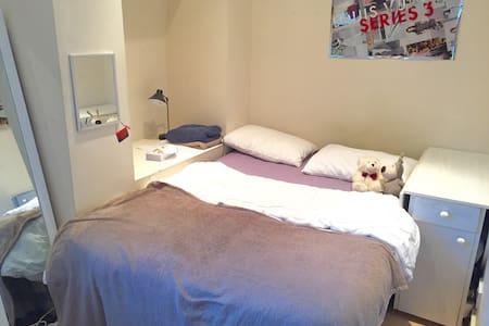 Cheap double bed, kings cross(5min)