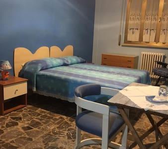Camera semplice  in appartamento - Bed & Breakfast