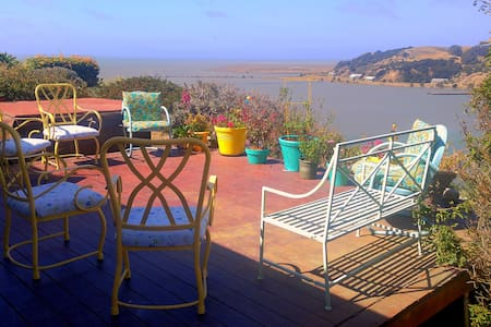 Basic Room Bluff View Home! SF/Napa/Vallejo/N. Bay - Vallejo - Ev