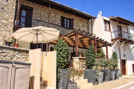 Village House Bed & Breakfast - Psematismenos - Szoba reggelivel