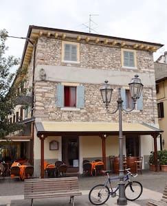 Trilocale in centro storico - Lazise