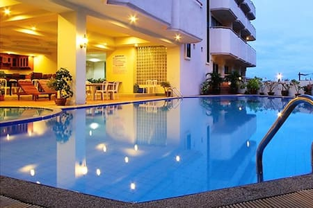 MIKE BEACH RESORT - Pattaya - Bed & Breakfast