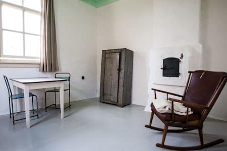authentiek dijkhuisje met tuintje - House