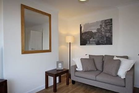 Fantastic  2 Bedroom Serviced Apartment. (House) - Earley
