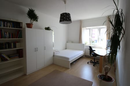 Useful room with a good connection to Hamburg City - Apartment