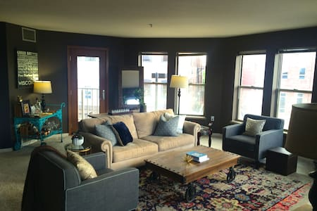 Modern Condo in the Heart of Downtown Green Bay - 格林貝(Green Bay)