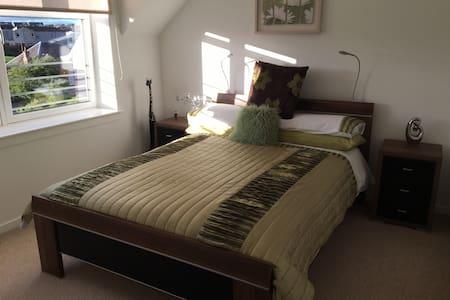 Modern & welcoming 2 bedroom flat - Apartemen