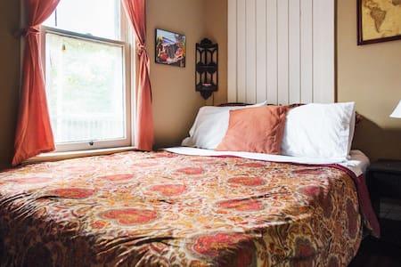 Quaint, Folksy, Traveler's Room
