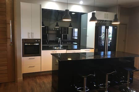 Newcastle Modern 3BR city apartment - Newcastle West - Apartment