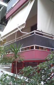 Studio flat in safe upmarket central Athens area - Athina - Apartemen
