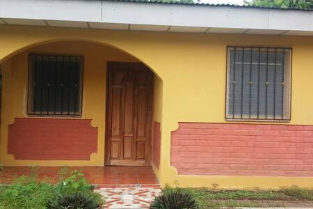 Comodo apto centrico en moyogalpa - Moyogalpa