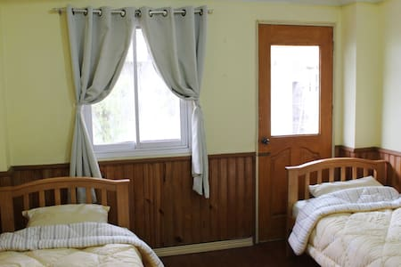 Twin Room A in Baguio Downtown - Bed & Breakfast