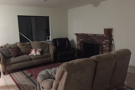 Couch with Private Bathroom in Nice Home - Palmdale - House