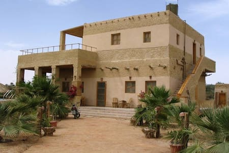 siwa oasis located on the lake - Bed & Breakfast