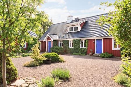 Charming, 150 year old farm- shared - Ängelholm
