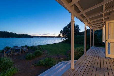 Classic Beachfront Bungalow - Russell