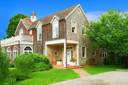 Exquisite Charming East Hampton Abode - East Hampton