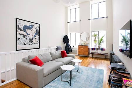 Classic Tribeca Loft-High Ceilings and Open Layout - New York - Apartment